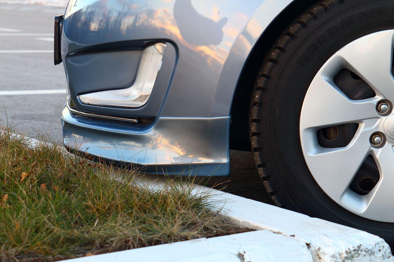 Клыки на передний бампер Kia Rio дорестайлинг